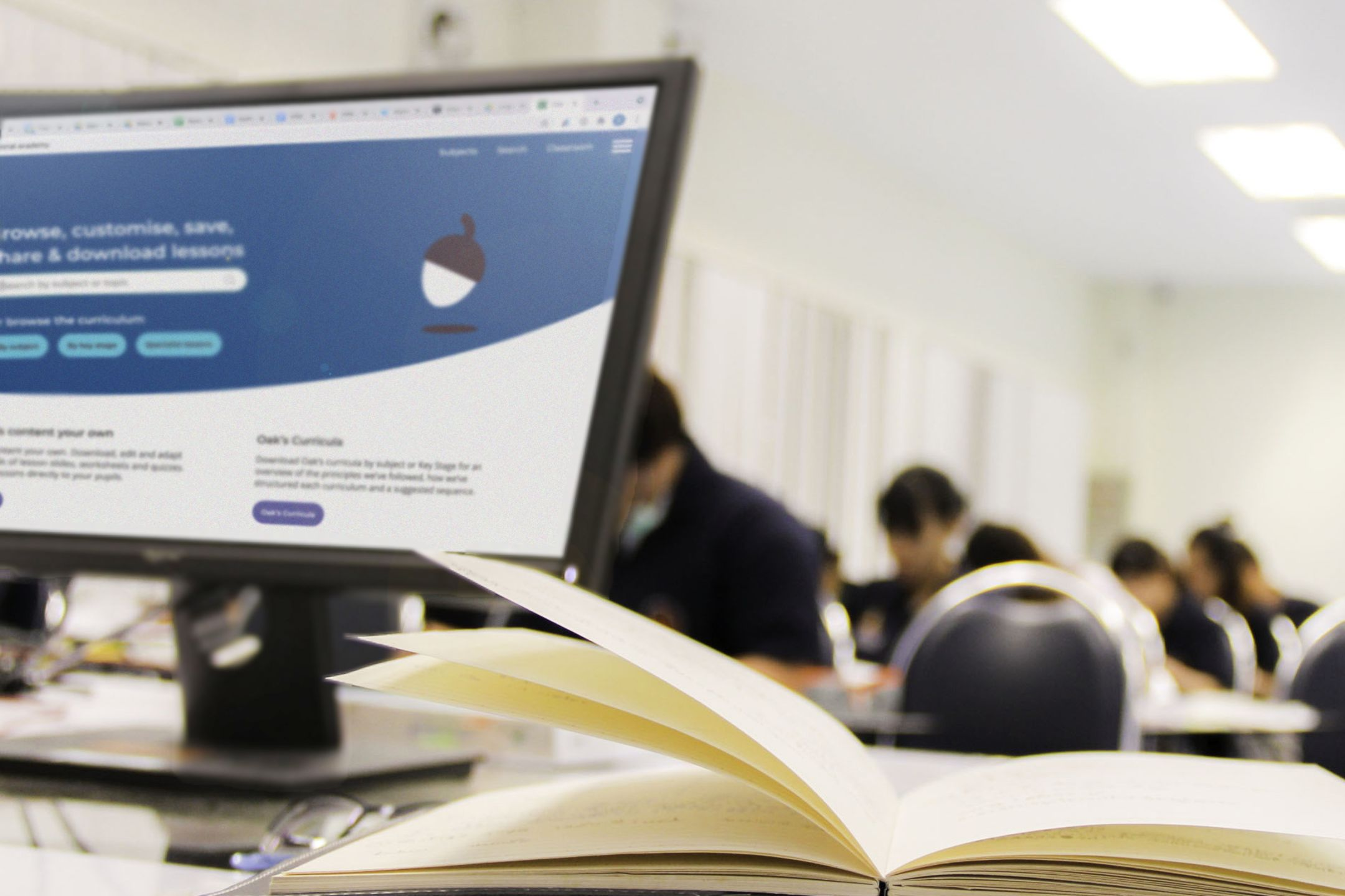 An Oak lesson showing on a teacher's screen in a classroom